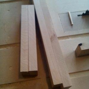 traversele pentru masuta de cafea sunt tot din lemn masiv de fag