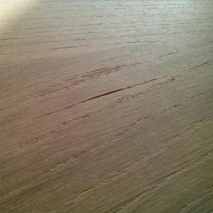 cu ajutorul chitului de cutit, fisurile din lemn se acopera