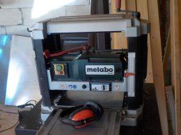 Perechea de casti este foarte utila la aceasta masina de tras la grosime Metabo DH330