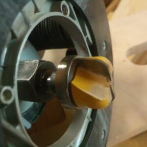 cap de frezare cu rulment de copiere ce se poate folosi la adancirea unor farfurii, tavite sau boluri decorative din lemn masiv