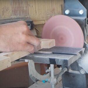 slefuirea capetelor manerelor din lemn de frasin, dupa intarirea adezivuluipoliuretanic