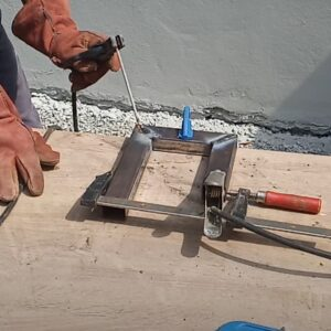 sudarea colturilor clemelor de tip C necesare pentru obtinerea grinzilor din lemn stratificat