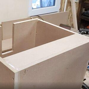 am folosit fasie de MDF pentru a creste stabilitatea si rezistenta dulapului baza pentru lavoar