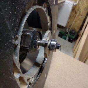 pentru montarea spatelui am folosit o freza disc pentru caneluri