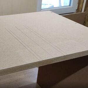 am facut marcajele necesare pentru decupajul pentru tevile de scurgere, decupaj pe care urma sa-l facem folosind freza de copiere cu rulment