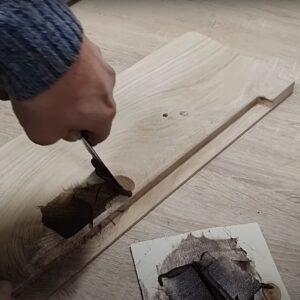 am folosit chit bicomponent poliuretanic pentru acoperirea nodurilor si a altor imperfectiuni ale lemnului