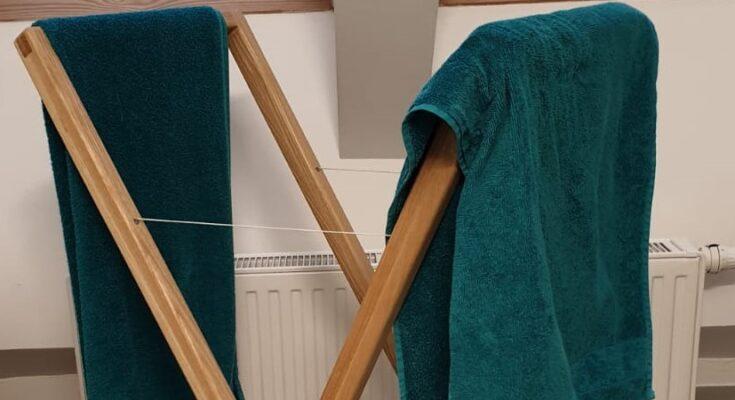suport de baie din lemn masiv de frasin, pentru prosoape