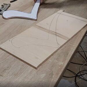 am desenat forma celui de-al doilea sablon de copiere pe o alta bucata de placaj de 8 mm grosime
