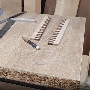 scandurile stratificate de frasin cu frasin termotratat necesare pentru realizarea setului de doua cutite decorative din lemn