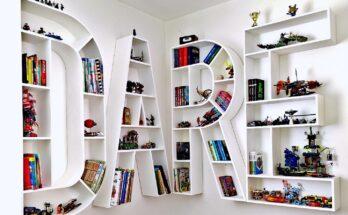 """am montat corpurile de biblioteca din litere din MDF astfel incat sa formeze cuvantul """"DARE"""""""